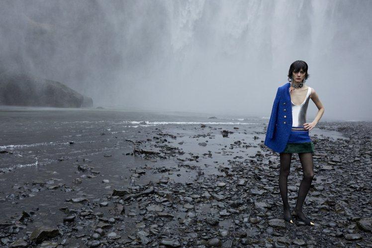 Saint Laurent發表2021年冬季女裝系列,依舊運用大自然之美來巧妙襯...