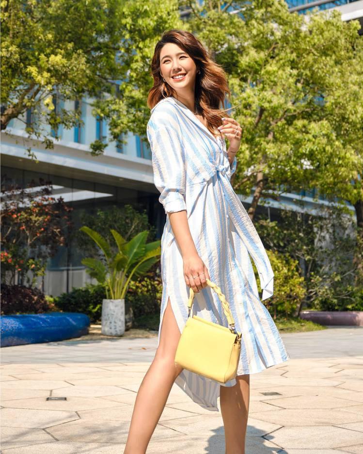 Angelina演繹H&M初夏系列前綁帶洋裝999元。圖/H&M...