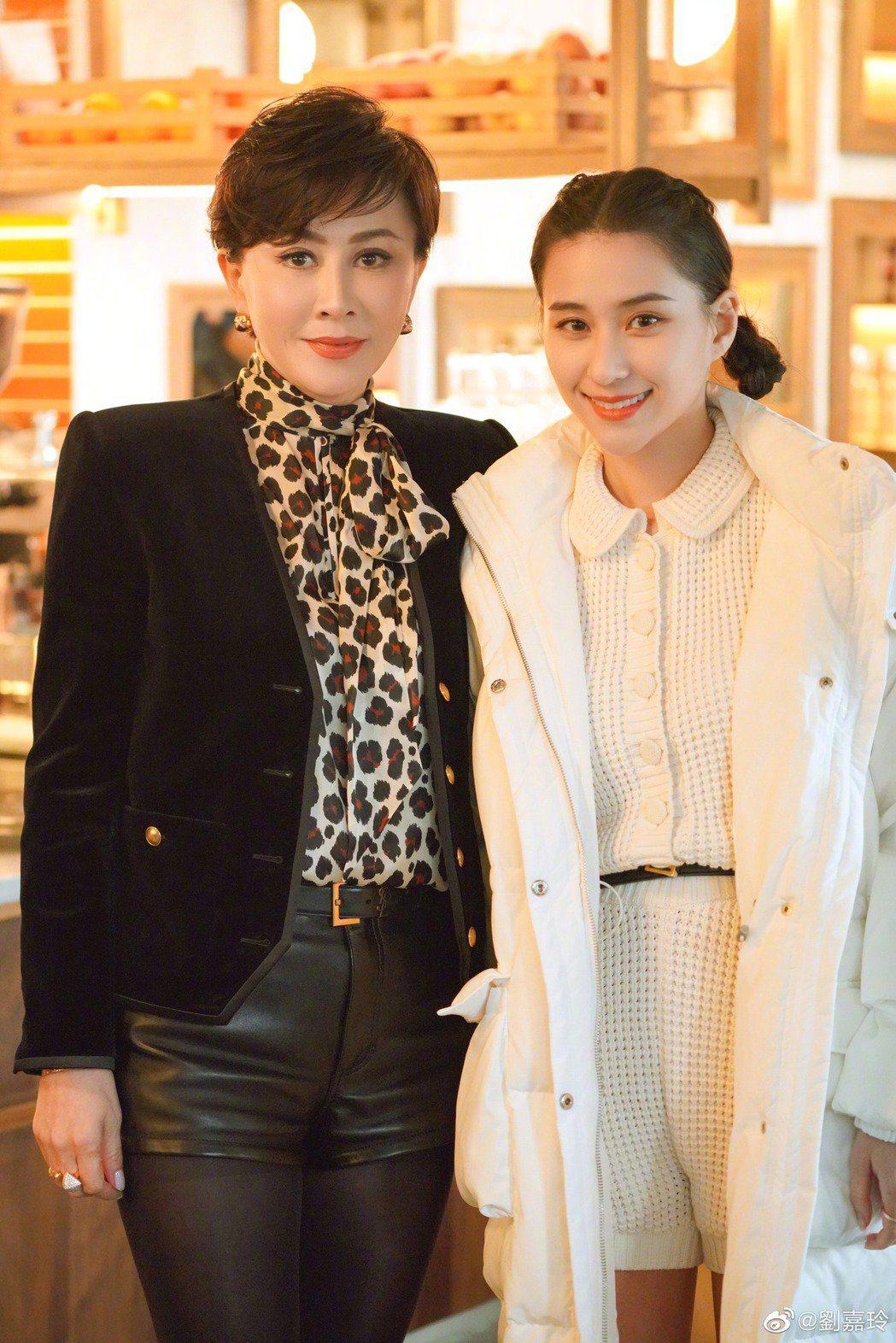 劉嘉玲(左)爆出「賭王千金」何超蓮(右)已婚。圖/摘自微博