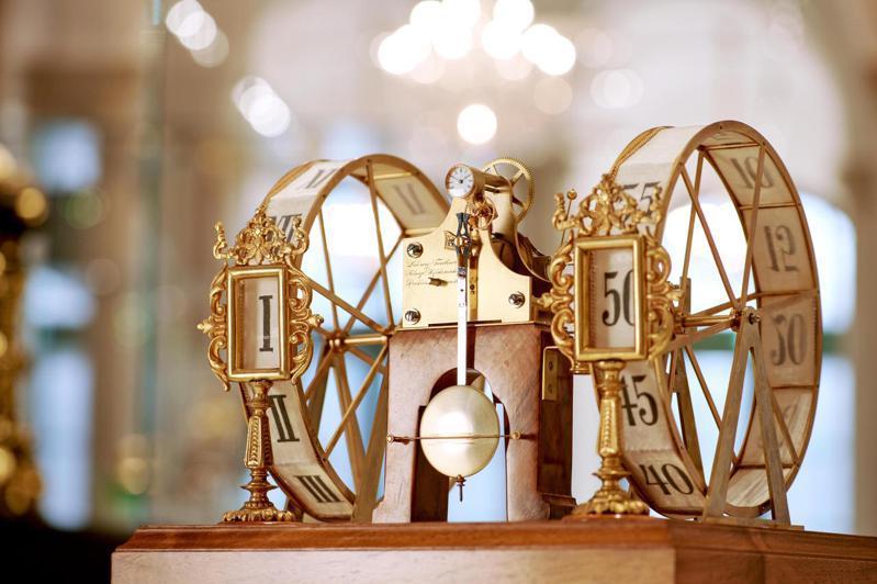 1896年時,以1:10比例重新製作的五分鐘字鐘模型,以木材、玻璃、鍍金黃銅、 黃金齒輪所打造,並在1980年被輾轉贈予德累斯頓皇家數學物理沙龍。圖 / 朗格提供。