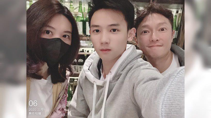 謝祖武(右起)和兒子、老婆。圖/摘自臉書