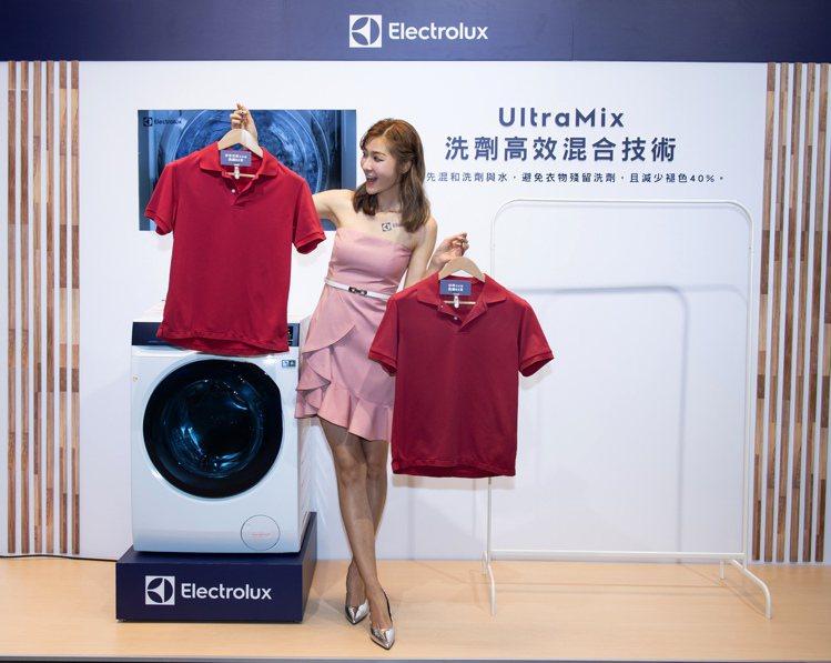 伊萊克斯極淨呵護系列滾筒洗衣機、洗脫烘衣機擁有UltraMix洗劑高效混合技術,...