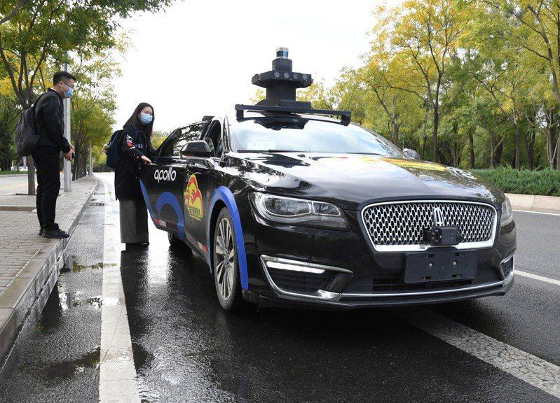 百度宣布開放自動駕駛出租車服務。(新華社資料照)