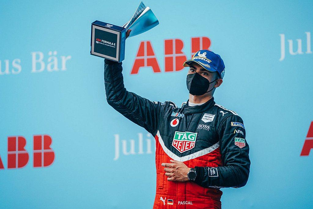 Pascal Wehrlein在羅馬E-Prix大賽上戰勝強勁對手,成功站上頒獎...