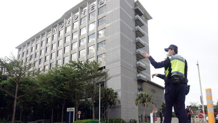 華航機師染疫風暴燒向防疫旅館諾富特飯店,指揮中心緊急淨空飯店。 記者杜建重/攝影
