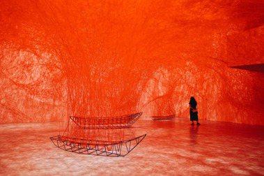 個人生涯最大規模《塩田千春:顫動的靈魂》:逾百件作品引動共鳴,為生涯命題「不存在的存在」縮影
