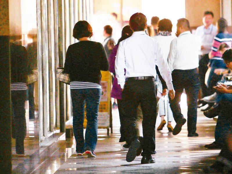 主計總處今天公布3月底全體受僱員工人數為816.3萬人。圖/聯合報系資料照片