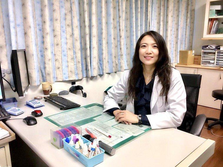 醫師周俐表示,玻璃體注射藥物治療,能大幅改善病患生活作息與工作能力。圖/周俐禎提...