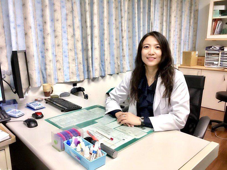 醫師周俐表示,玻璃體注射藥物治療,能大幅改善病患生活作息與工作能力。圖/周俐禎提供