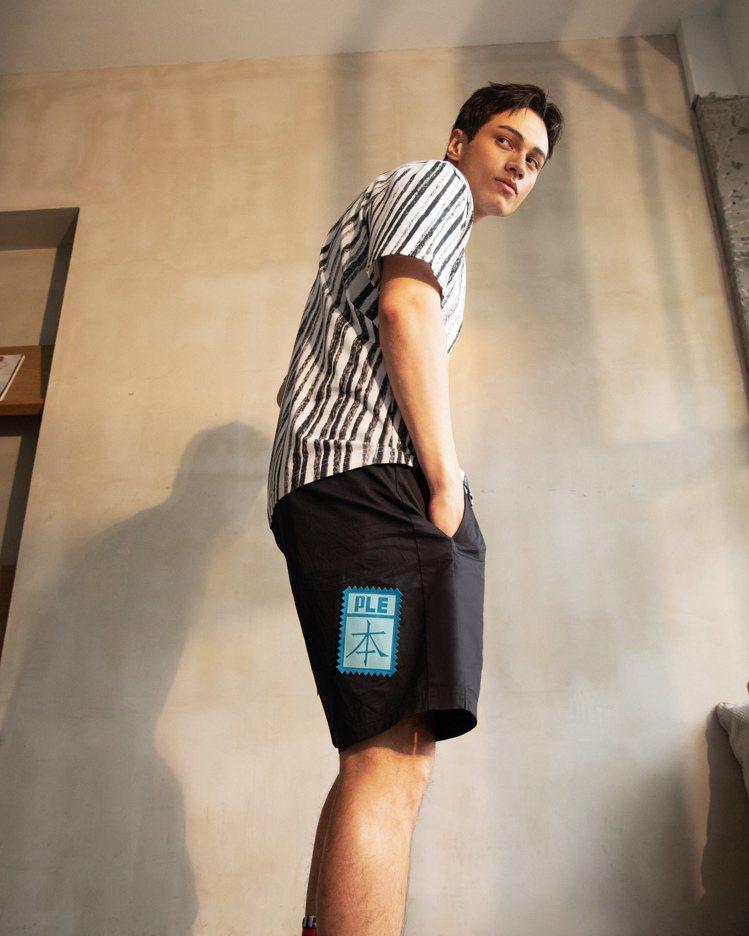 PUMA Michael Lau系列印花短袖T恤1,880元、短褲2,280元。...