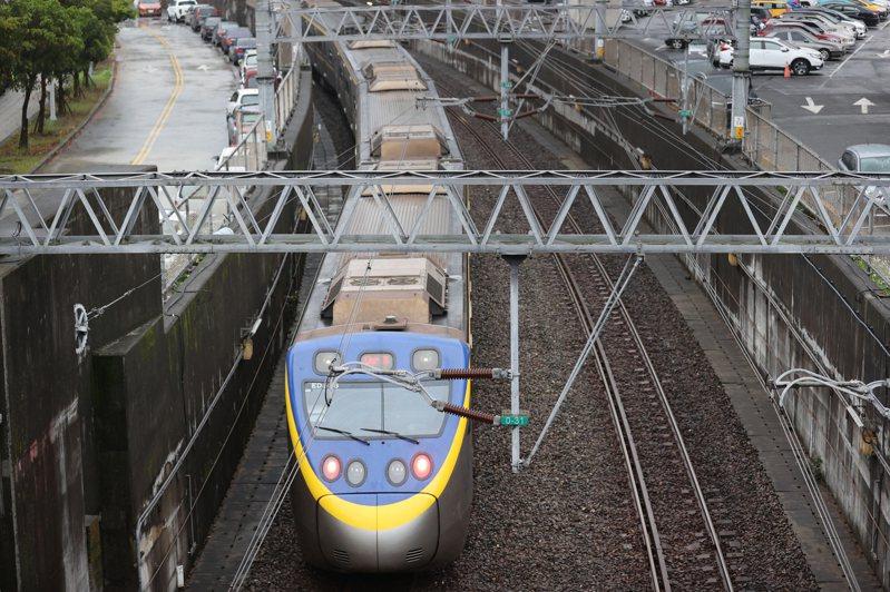 基隆輕軌一案至今別說動工,連八堵到基隆間路廊(圖)究竟要保留台鐵還是捷運,到現在都還打迷糊仗。圖/聯合報系資料照片