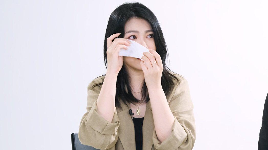 曹雅雯被鳳梨嚇到崩潰痛哭,一度中斷錄影。圖/好聞娛樂提供