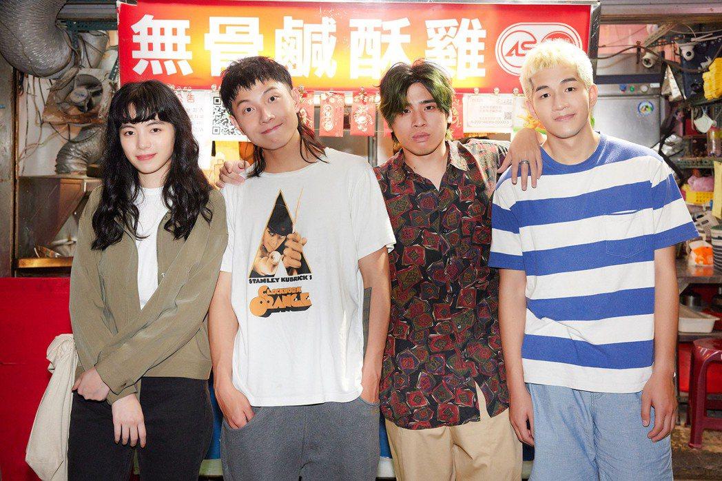 陸夏(左起)與擔任鹿洐人謝博安、天裔和寶仔初次合作卻一見如故。圖/福桑音樂提供