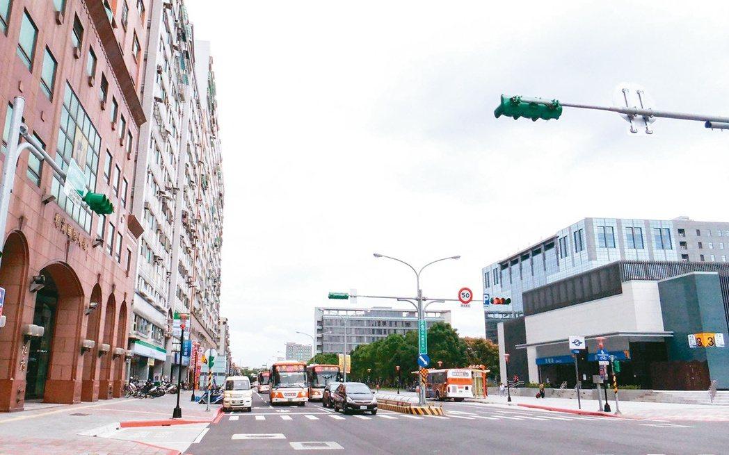 頂埔站為板南線上房價最親民的站點,且鄰近土城工業區,有就業人口支撐、機能佳,故房...