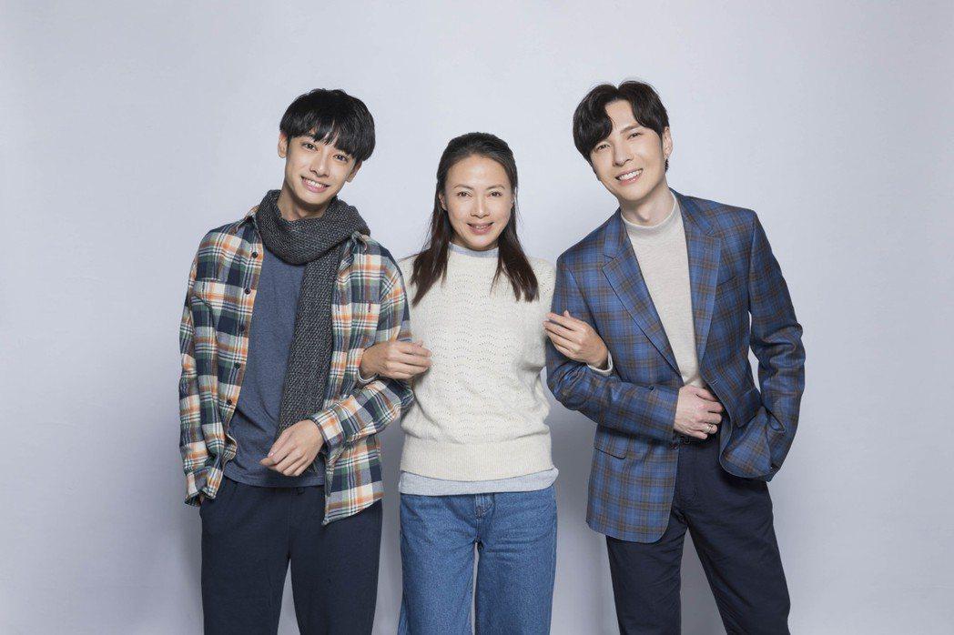 陳勢安(右起)邀請柯淑勤和劉修甫一起拍MV。圖/創異公關提供