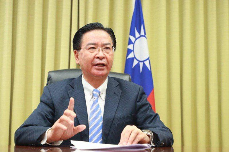 外交部長吳釗燮4月30日參加「聖多納論壇」接受訪談。圖/外交部提供