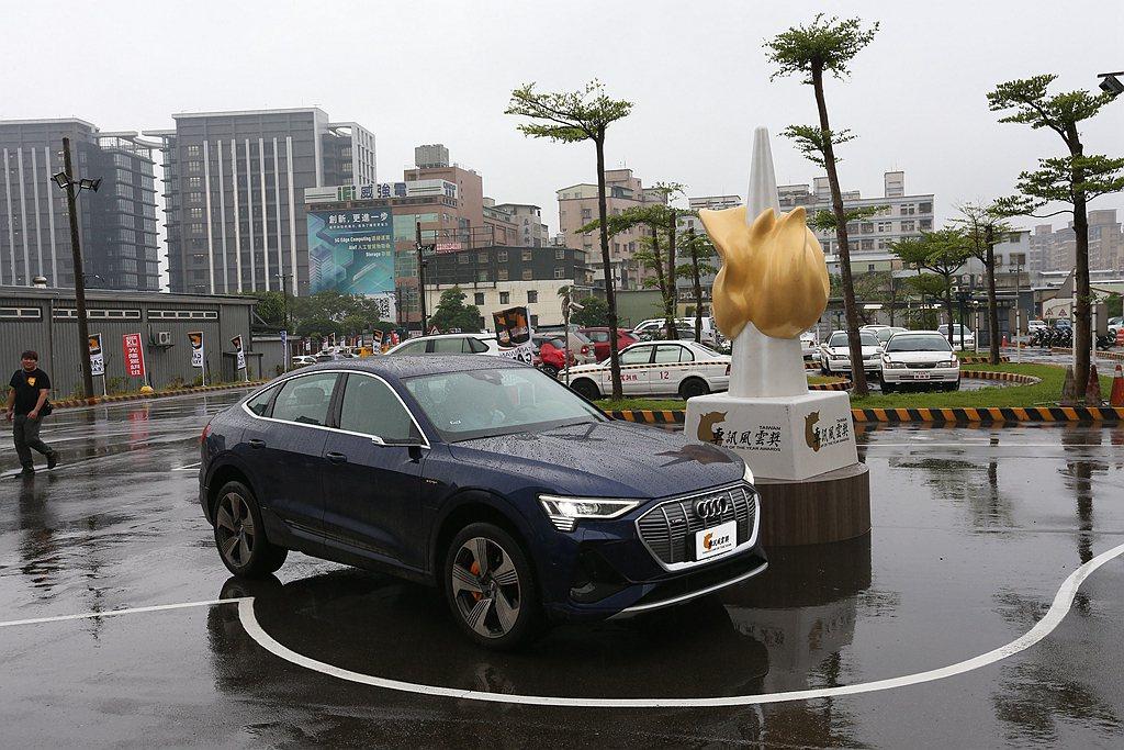 Audi e-tron奪得2021台灣車訊風雲獎「年度最佳風雲車」與「最佳進口豪...