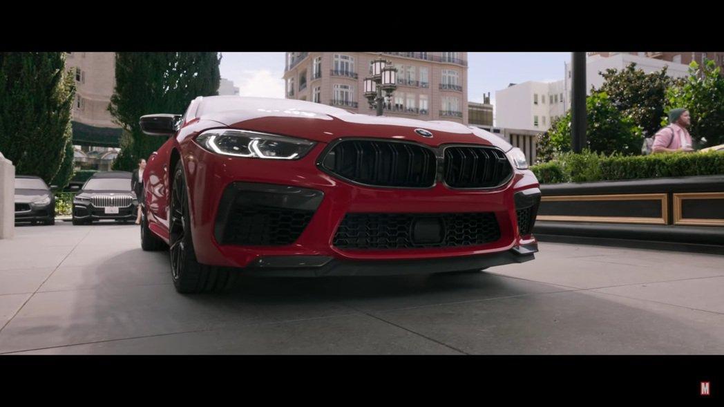 在《尚氣與十環傳奇》預告片中不僅出現了BMW M8,他的身後還有G世代7 Ser...