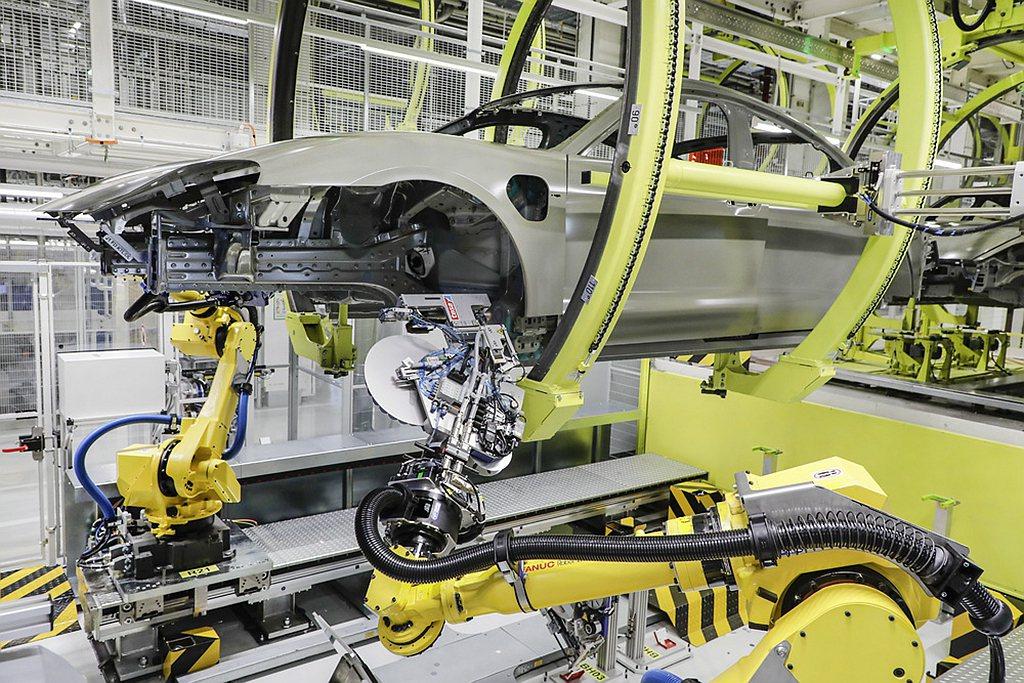 保時捷(Porsche)創新車身防蝕技術 提升Taycan製程效能。 圖/Por...