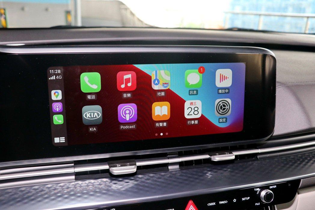配備Apple Carplay及Android Auto連線功能。 記者陳威任/...