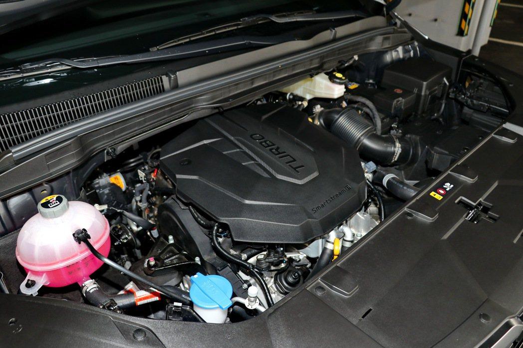 全新2.2升渦輪增壓柴油直列式4汽缸引擎,擁有202PS最大馬力及45kg-m的...
