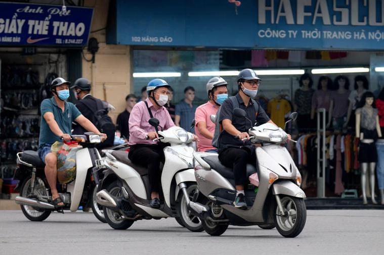 越南衛生部表示,越南首度出現境外移入的印度變種病毒病例,患者是4名印度籍專家;此...