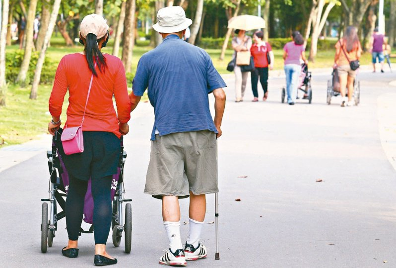 台北市信義區老人養護機構傳出兩名長輩確診。圖非當事人,示意圖/聯合報系資料照片