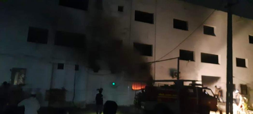 印度古吉拉特邦一間醫院周六凌晨1時傳出火警。截自推特