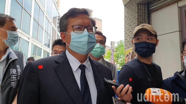 華航機師疫情延燒,今傳出一名負責載送諾富特飯店員工及機組員到檢疫所的司機發燒,市...
