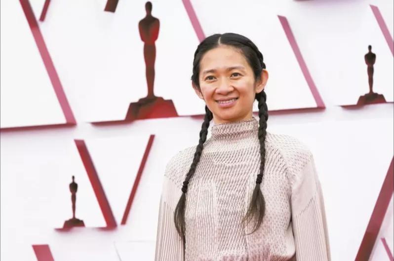 華裔女導演趙婷獲奧斯卡獎後在中國後連人帶電影都不准提,除因過去爭議發言,有種新說法是,關鍵在於她是正宗「紅四代」。美聯社