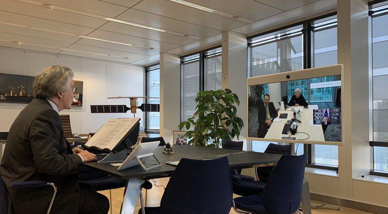 歐盟內部市場委員Thierry Breton 也和台積電歐洲總經理Maria Marced同步召開視訊會議。圖/翻攝Thierry Breton推特