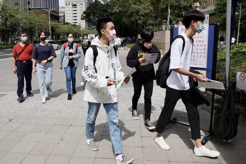 110學年度四技二專統一入學測驗,今天登場為期兩天進行考試。記者林俊良/攝影