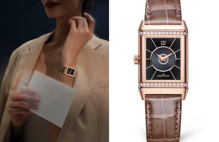全新Reverso系列腕表中型款皆使用了自動上鍊機芯,第二面表盤並以深邃的扭索飾...