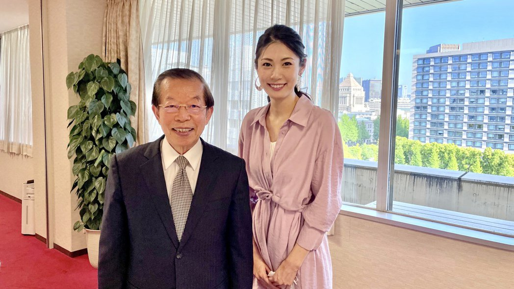 加藤侑紀與駐日代表謝長廷合照。圖/經紀人提供