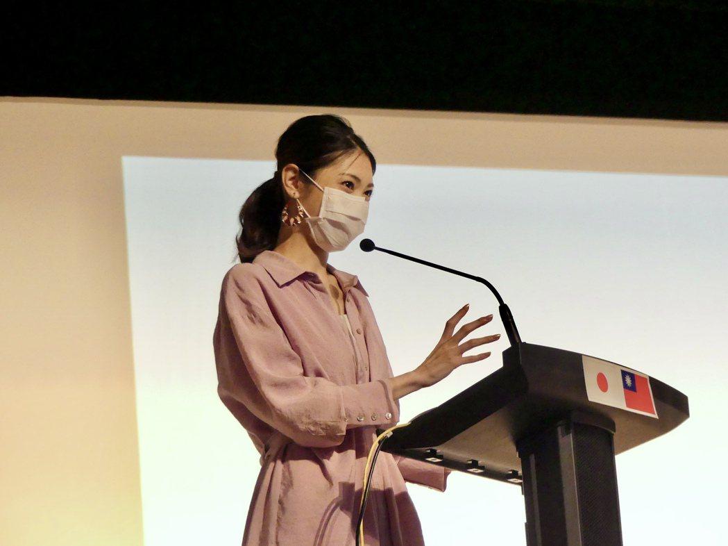 加藤侑紀透過演講介紹台灣風土民情。圖/經紀人提供