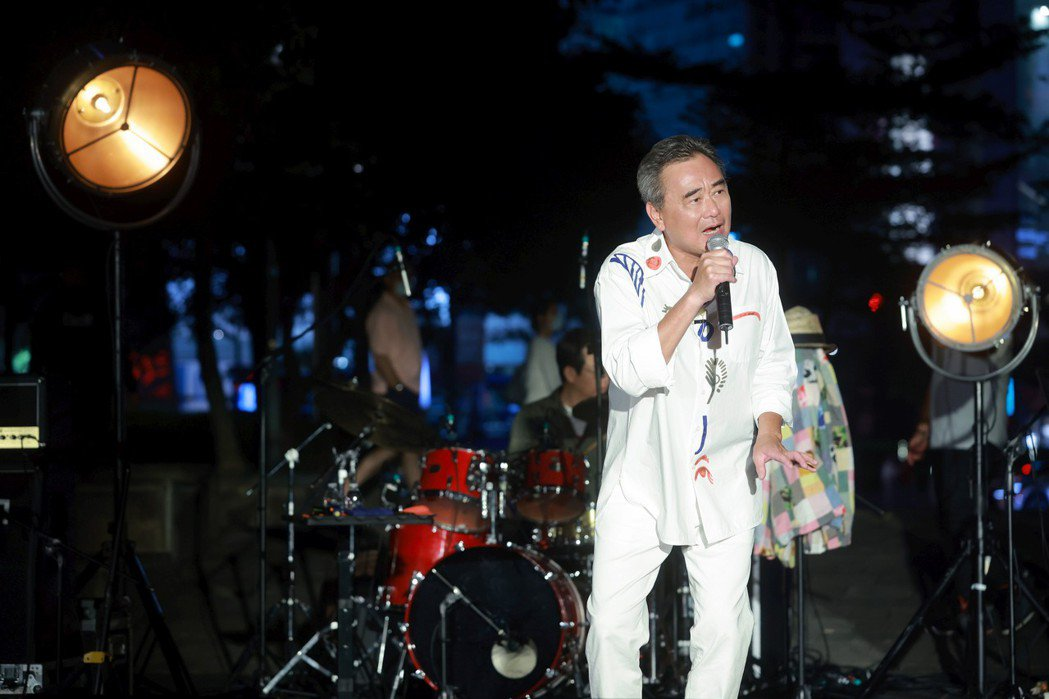 陳昇停辦去年跨年演唱會,昨開唱唱好唱滿。圖/新樂園製作提供