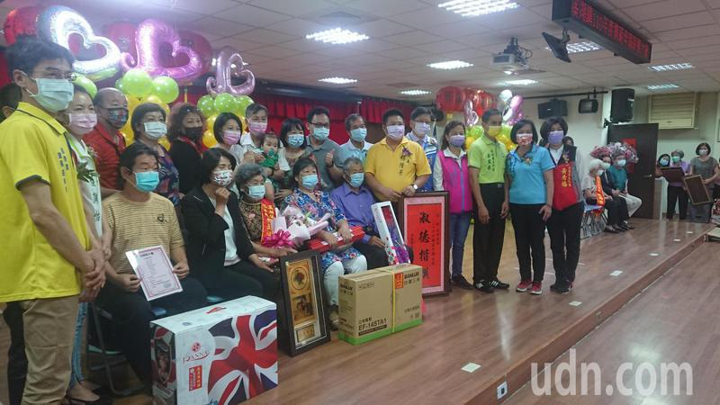彰化縣溪湖鎮公所舉辦母親節表揚大會,熱鬧滾滾。記者簡慧珍/攝影