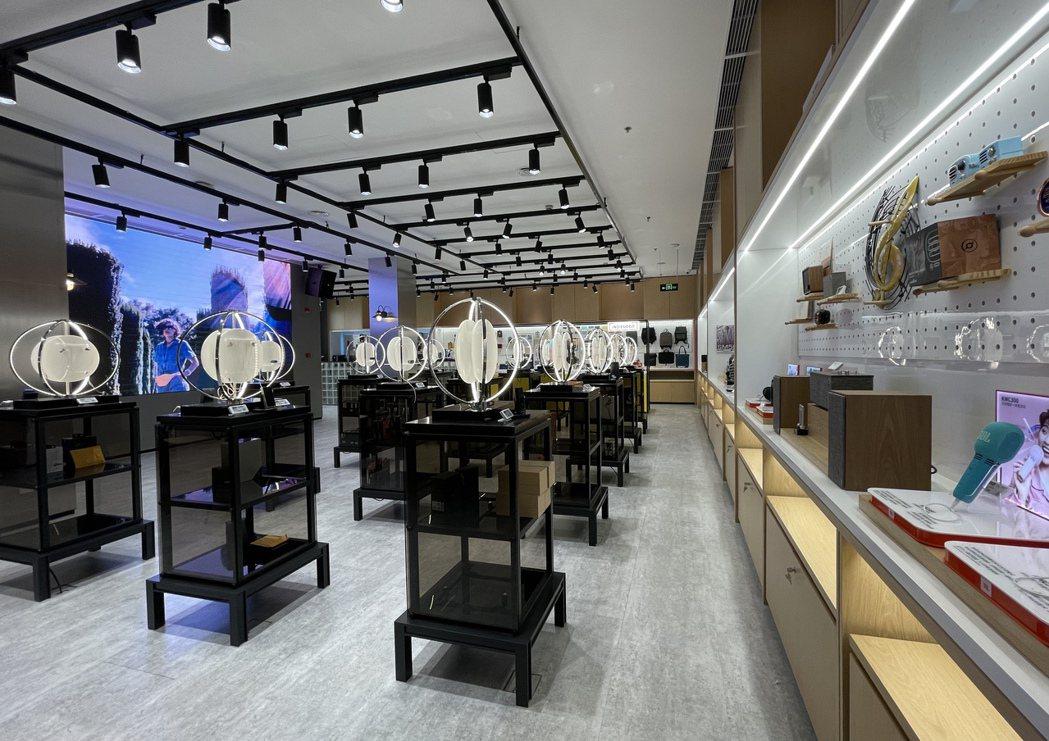樂之1日開幕的旗艦店科技與設計感十足。記者林則宏/攝影
