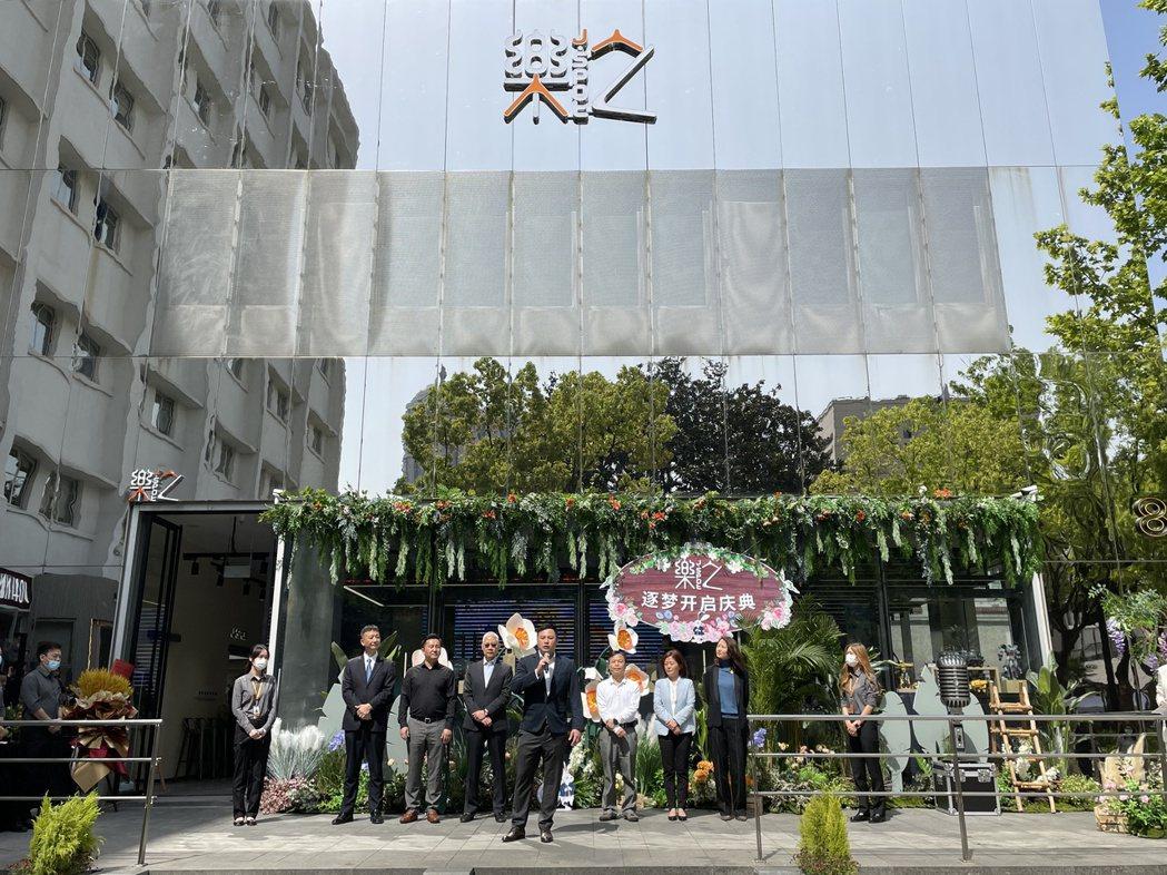 藍天集團旗下百腦匯3C數碼商場的—「樂之科技智能體驗館」,位於上海「上生新所」的...