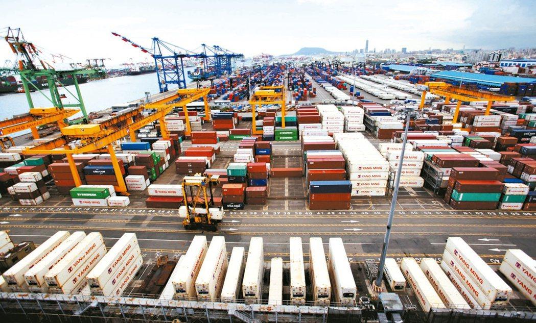 統計處預估,4月出口規模應會超過300億美元,連十紅的可能性非常高。(本報系資料...