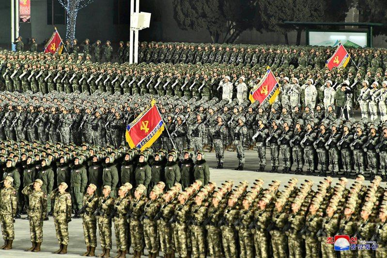 北韓勞動黨年初舉行第八次黨代表大會時,曾舉行閱兵儀式。(路透)