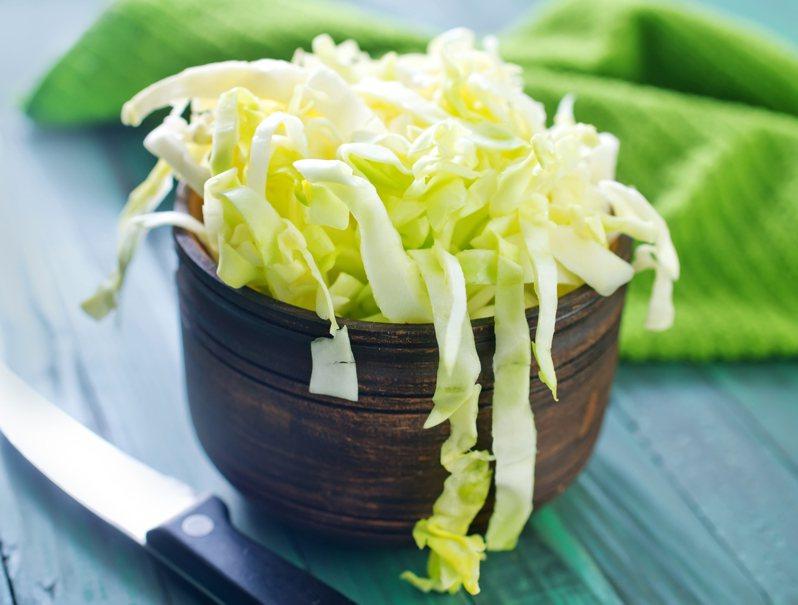 近日有女網友發文指出,炒高麗菜時加入1款調味料,味道甚至超越外面鐵板燒。 示意圖/ingimage