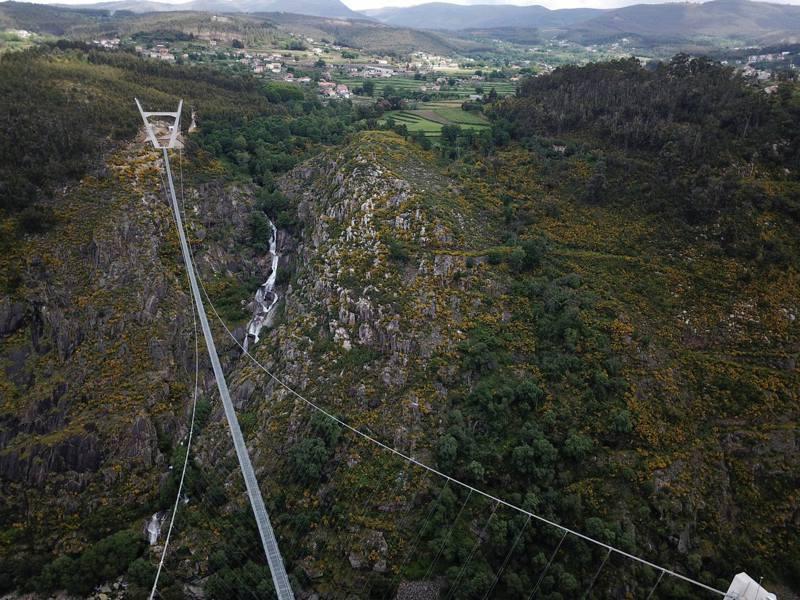 葡萄牙阿羅卡世界最長的人行吊橋。(路透社)
