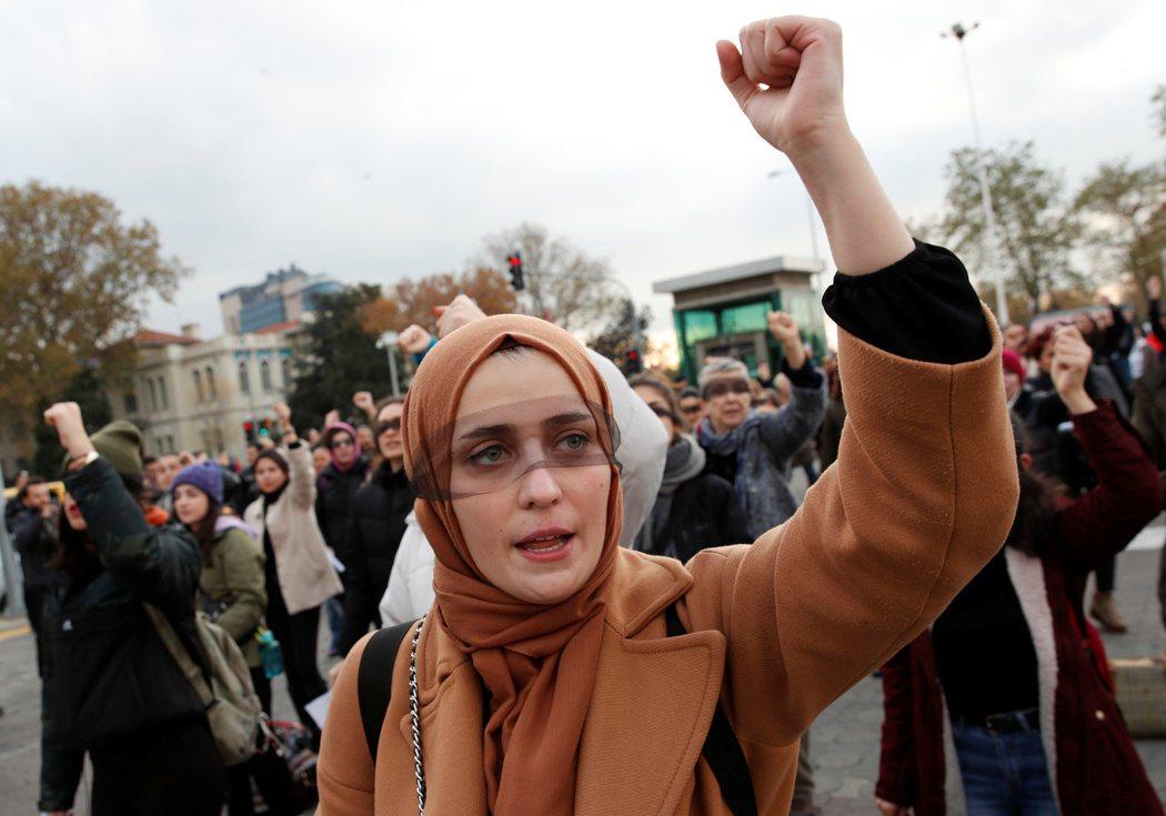 2019年在土耳其的統計資料顯示:高達42%的女性曾經受到身體或言語上的家暴,這...