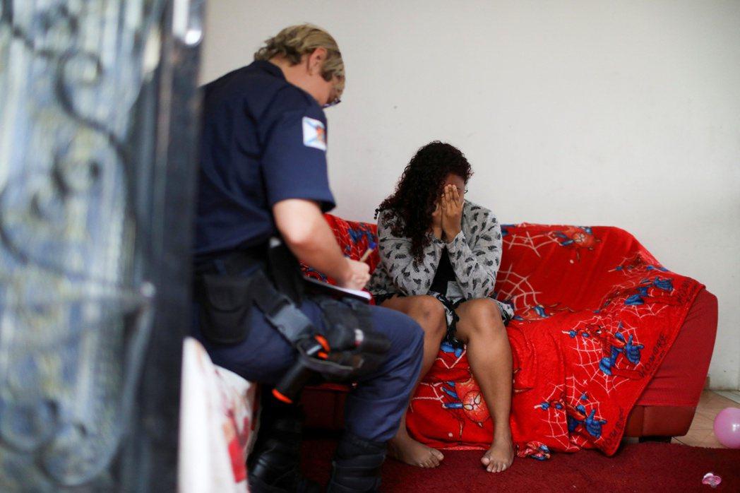 「為何不逃跑?」是每一位家暴受害者都會被問的問題,但實際上這一些被家暴的女性常常...