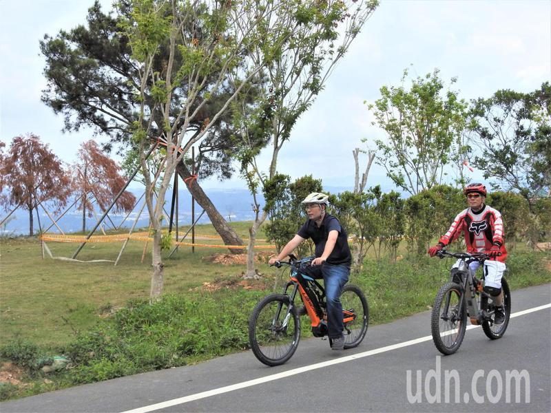 南投縣「水沙連深度旅行遊程」結合電輔單車騎遊埔里小鎮。記者賴香珊/攝影