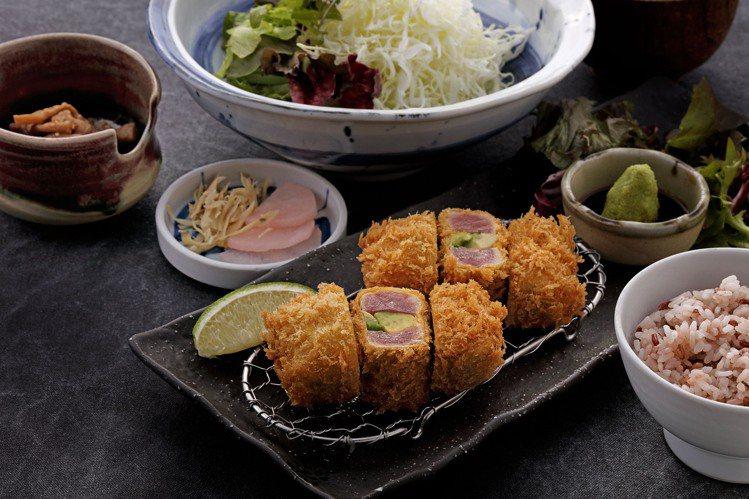勝勢豬排推出的「酪梨鮪魚套餐」,每份520元。圖/勝勢豬排提供