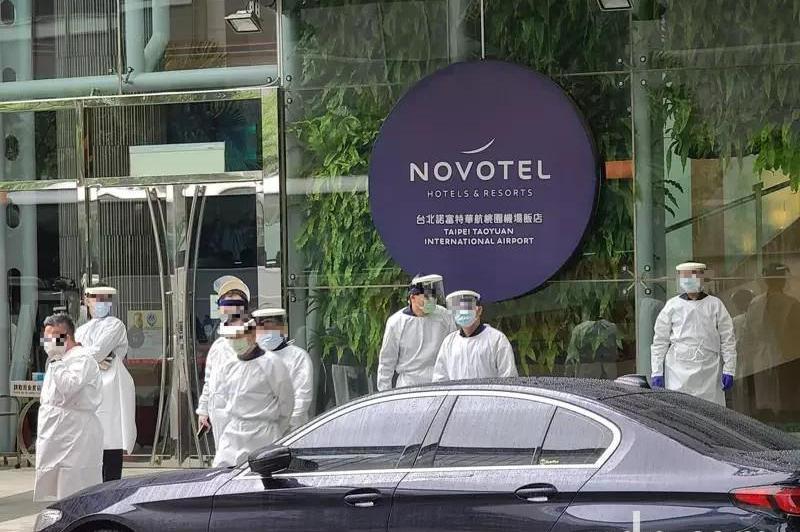 華航機師與諾富特飯店爆出群聚感染 傳銀行員中疫