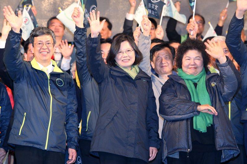 以黨主席身分挑戰總統成功的,只有2016年的蔡英文(中)一人。圖/聯合報系資料照片