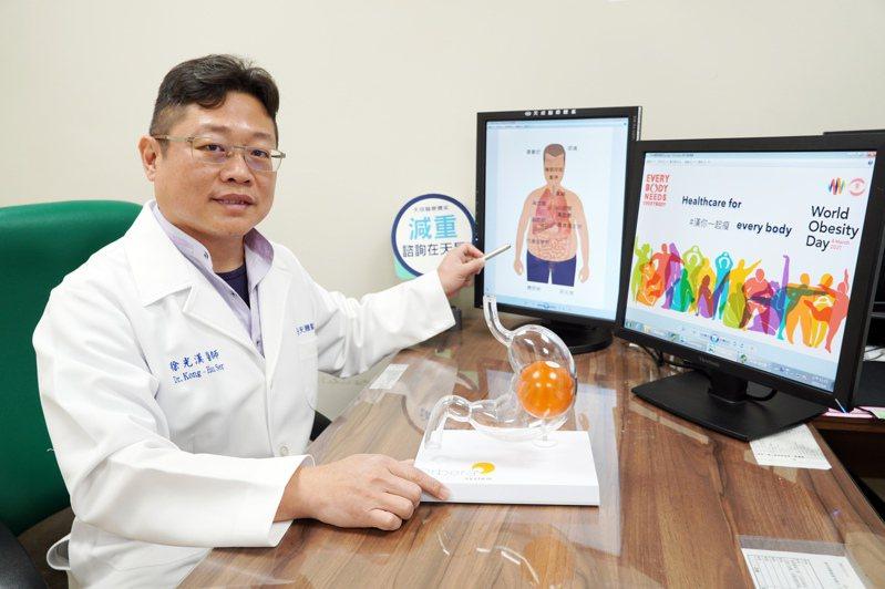 徐光漢醫師表示,胃繞道術要有胃隔間加上部分胃小腸繞道,才有顯著持久減重效果。圖/中壢天晟醫院提供
